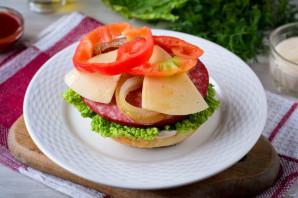 Домашний гамбургер с колбасой - фото шаг 7