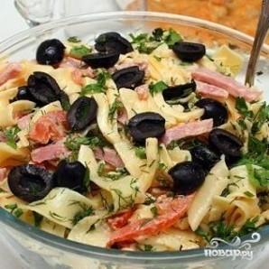 Итальянский салат с сыром и макаронами - фото шаг 5