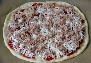 Пицца с рыбными консервами - фото шаг 7