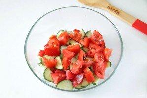 Греческий салат с цуккини и помидорами - фото шаг 5