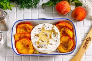 Камамбер с персиками в духовке - фото шаг 4