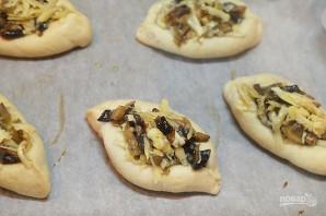 Пирожки-лодочки с сырно-грибной начинкой - фото шаг 8
