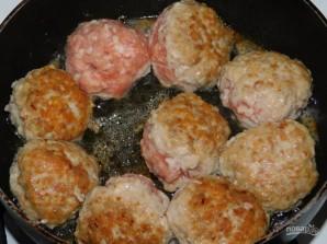 Тефтели в белом соусе с чесноком и базиликом - фото шаг 2