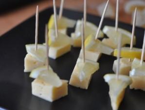 Закуска на шпажках с мармеладом - фото шаг 2