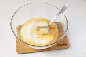 Заливной пирог на кефире с яйцом - фото шаг 3