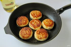 Обычные сырники из творога - фото шаг 8
