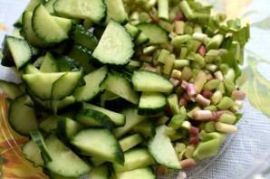 Летний салат с редисом и черемшой - фото шаг 2