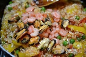 Паэлья классическая с морепродуктами - фото шаг 7