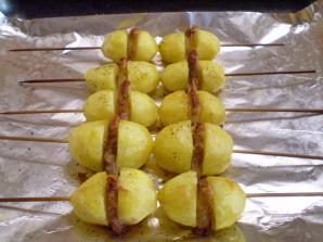 Картошка с салом на шпажках - фото шаг 10