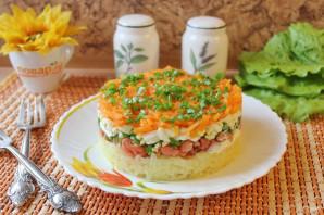 Слоеный салат с копченой горбушей - фото шаг 8