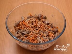 Печеночный салат с морковью и луком - фото шаг 4
