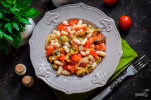 Салат с мидиями и фасолью - фото шаг 8