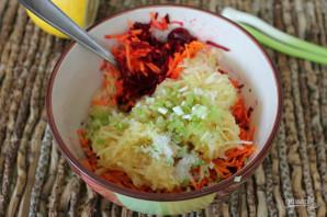 Салат со свеклой, яблоком и морковью - фото шаг 6