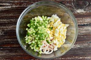 Салат с крабовым мясом и кальмарами - фото шаг 6