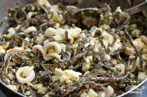 Салат из морской капусты с кальмаром - фото шаг 7
