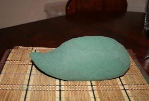 Ежик из конфет - фото шаг 1