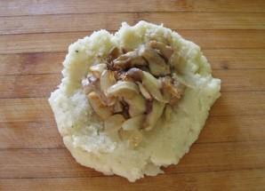 Картофельные биточки с грибами - фото шаг 5