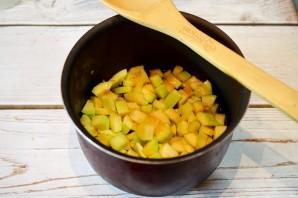 Салат из кабачков и баклажанов на зиму - фото шаг 2