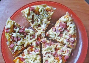 Пицца с колбасой в мультиварке - фото шаг 6