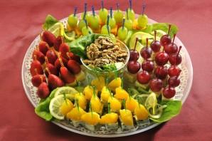 Канапе из фруктов на шпажках - фото шаг 4