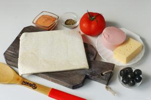 Пицца на слоеном тесте с колбасой - фото шаг 1