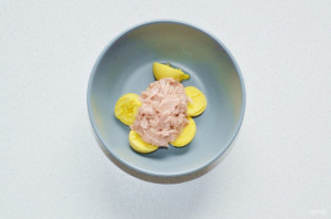 Яйца фаршированные тунцом - фото шаг 4