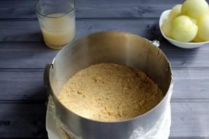 Муссовый торт с дыней и йогуртом - фото шаг 4