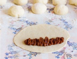 Пирожки со сгущенкой - фото шаг 4