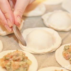 Пирожки с лососем - фото шаг 8
