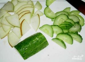 Салат с клубникой и огурцом - фото шаг 2