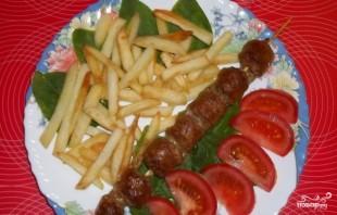 Купаты с картошкой в духовке - фото шаг 4