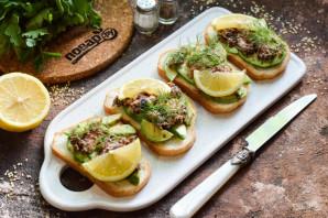 Бутерброды с авокадо и тунцом