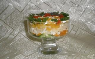 Новогодний салат из красной рыбы с огурцом - фото шаг 4