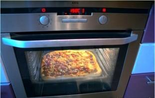 Пицца с курицей и колбасой - фото шаг 4