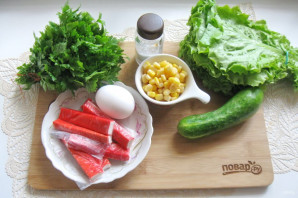 Зеленый салат с крабовыми палочками - фото шаг 1