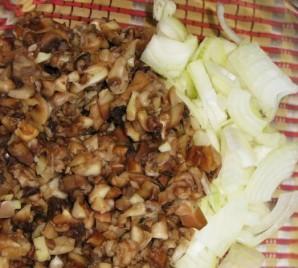 Слоеный пирог с грибами и картофелем - фото шаг 1