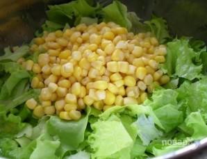 Салат с сухариками и кукурузой - фото шаг 5