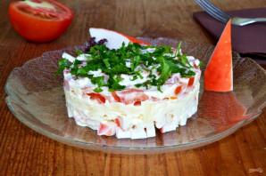 Слоеный салат с помидорами и крабовыми палочками - фото шаг 8