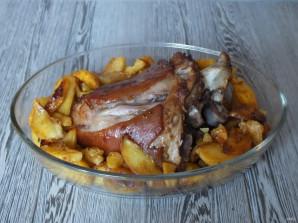 Рулька с картошкой в духовке - фото шаг 10