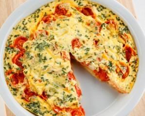 Омлет с сыром и помидорами на сковороде - фото шаг 5