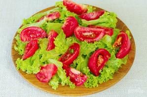 Зеленый салат с помидором и овечьей брынзой - фото шаг 3