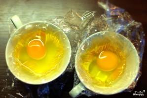 Яйца вареные без скорлупы - фото шаг 2