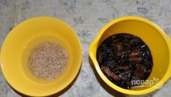 Грибной суп из сушеных грибов с перловкой  - фото шаг 1