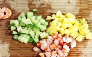 Салат с креветками и рисом - фото шаг 2