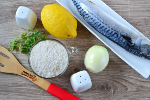 Скумбрия с рисом в духовке - фото шаг 1