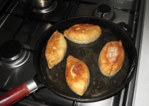 Пирожки на молоке жареные - фото шаг 12