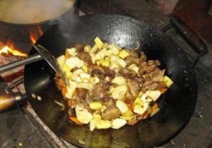Бараньи ребрышки с картошкой тушеные   - фото шаг 8