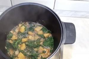 Суп из крапивы и сельдерея - фото шаг 3