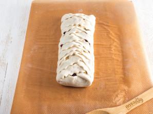 Пирог со сливами из слоеного теста - фото шаг 8