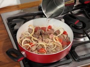 Баранина в соевом соусе с помидорами - фото шаг 6